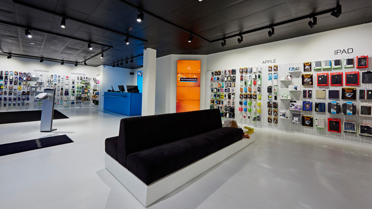MyTrendyPhone Hillerød store interior space with sofa and products exhibition photo 03