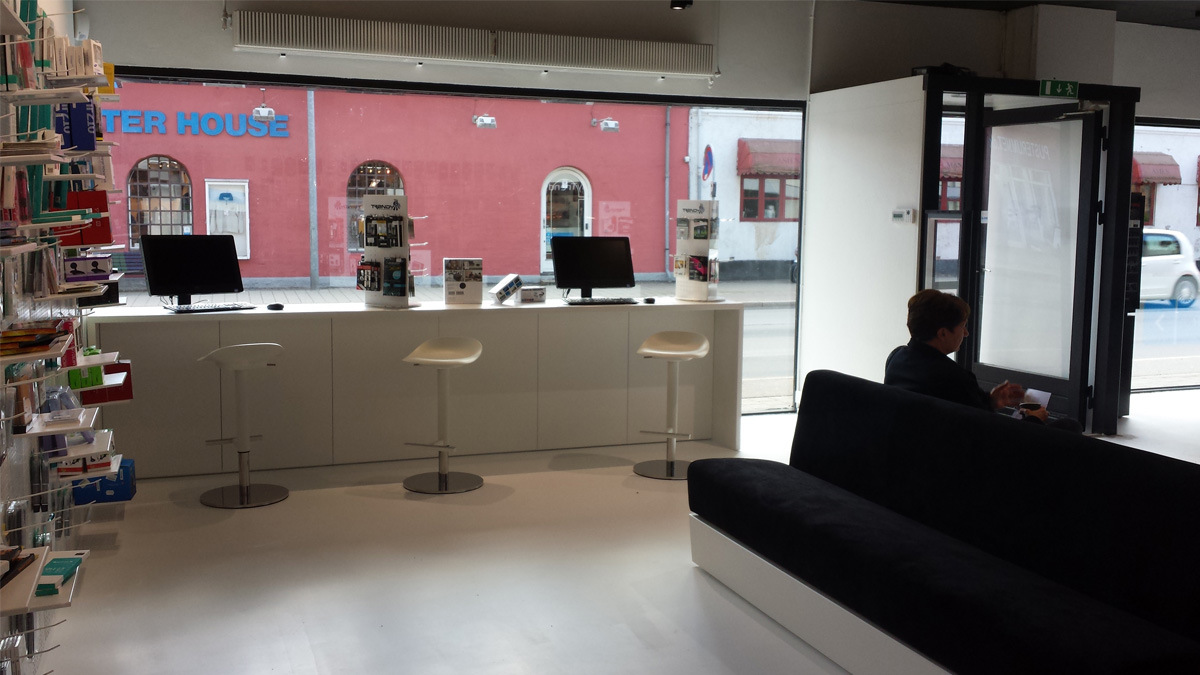 MyTrendyPhone Hillerød store interior shopwindow with sofa and products exhibition photo