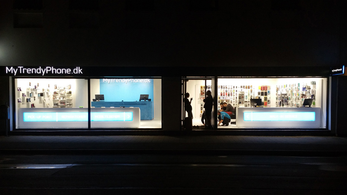 MyTrendyPhone Hillerød store facade night view photo