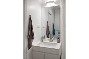 apartment in baba visnjina belgrade interior photo bathroom 01