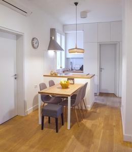 apartment in baba visnjina belgrade interior photo dining and kitchen