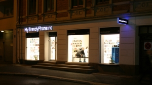 MyTrendyPhone oslo store exterior view photo night view 02