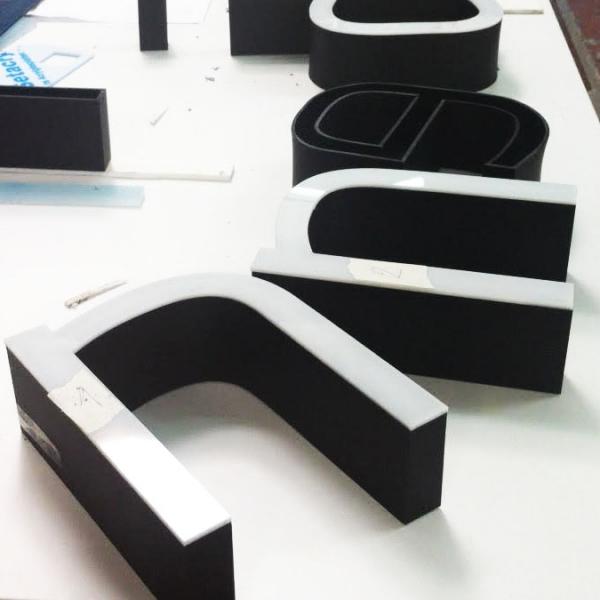 MyTrendyPhone signage letters production workshop detail photo