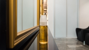 Custom made central element with mirrors and oil bottle in Di Perna Parrucchieri Rome shop