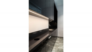 Custom made black hairwashing kitchen element in Di Perna Parrucchieri Rome shop